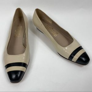 VINTAGE SALVATORE FERRAGAMO Cream Flats Womens 8.5